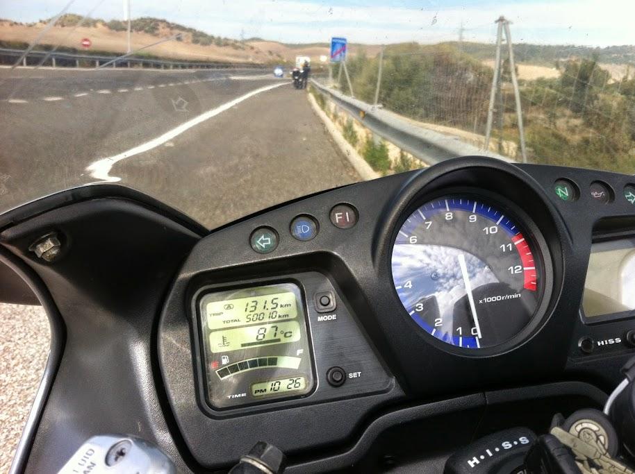 Carregar a bateria da moto até... Gibraltar IMG_0812