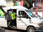 Plusieurs tendances footballistiques accompagnant les corps de trois joueurs du Daring Club Motema Pembe(DCMP)  le 03/04/2013 de la morgue de la clinique Ngaliema à Kinshasa, jusqu'au stade de martyrs. Radio Okapi/Ph. John Bompengo