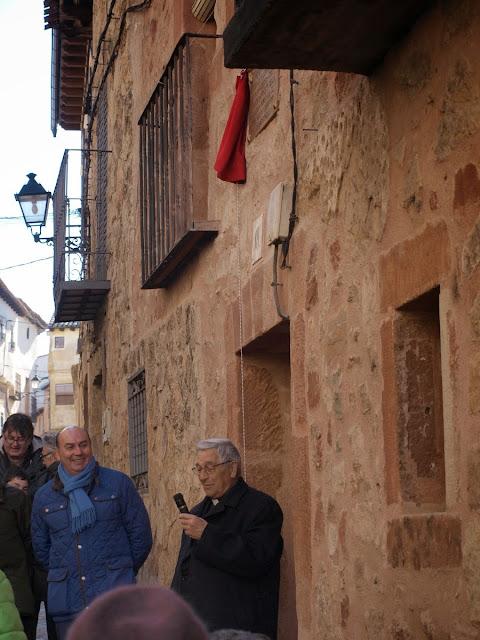 Gerardo López dirige unas palabras tras descubrirse la placa conmemorativa