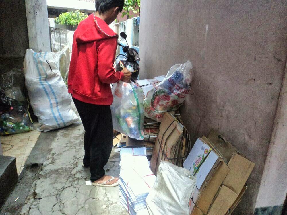 kegiatan bank sampah unit sekeloa coblong