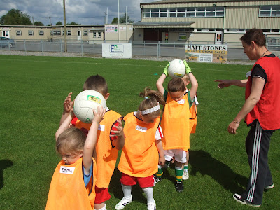 Mary Reilly helps with the U6's