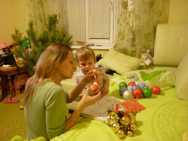 Расскрашиваем деда мороза для новогодней елки