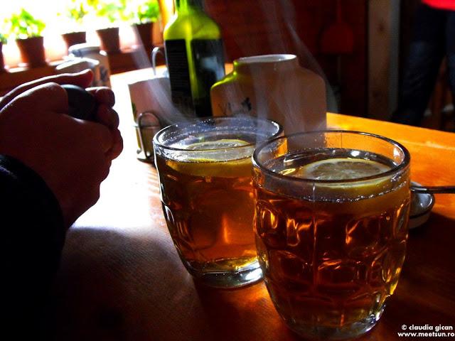 doua halbe de ceai cu lamaie