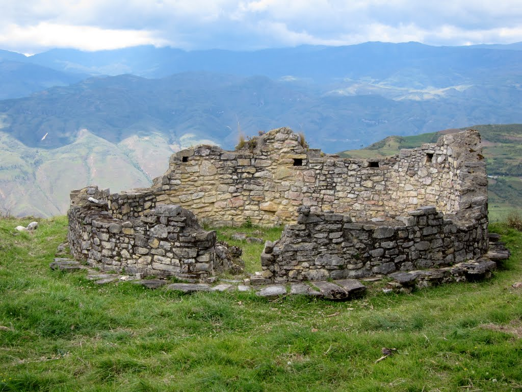 One of the roundhouses in Kuelap
