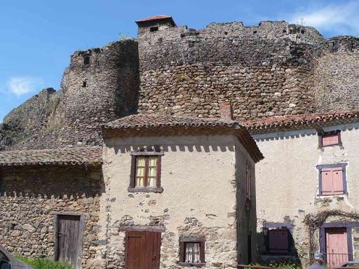 Le château de Saint-Ilpize
