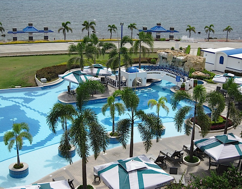 swimming pool of Thunderbird Resort Poro Point in San Fernando, La Union