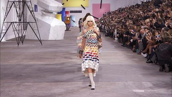 Chanel 14年春夏時裝展於巴黎大皇宮舉行。