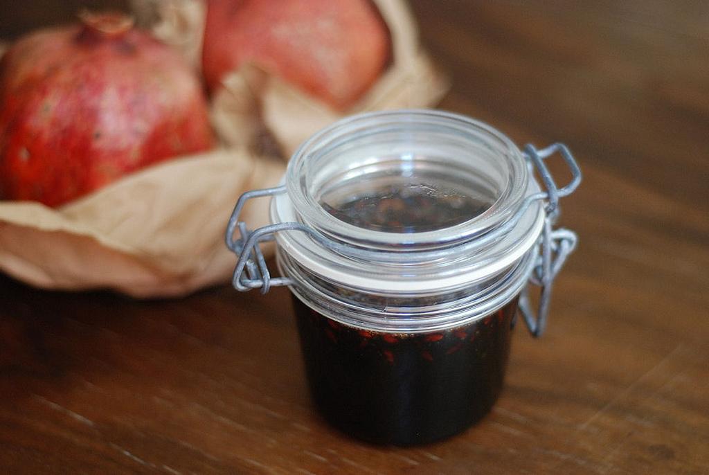 nar receli - pomegranate jam
