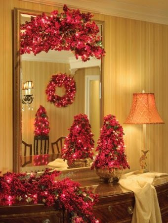 GKI Bethlehem Lighting Red Berry 30-Inch Christmas Wreath with 100 Red Mini