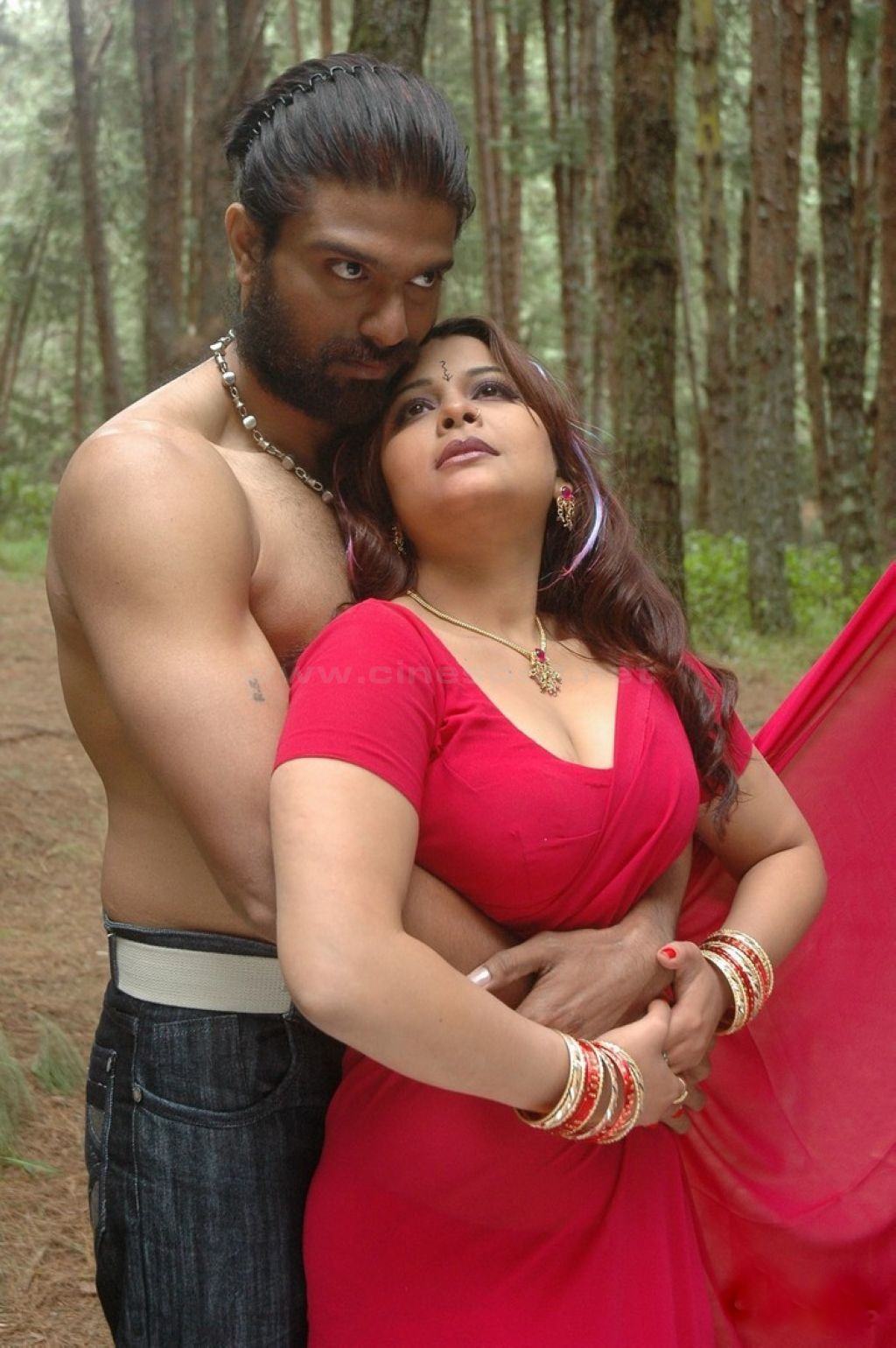 South Indian Sex Bomb Actress Showing Sexy Big Boombs - Hd -7673