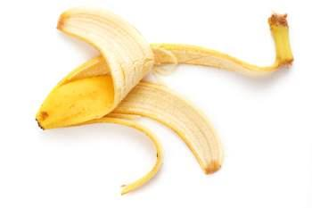 http://img.allw.mn/content/skincare/2013/05/7_banana-peel-for-dry-and-acne-prone-skin.jpg