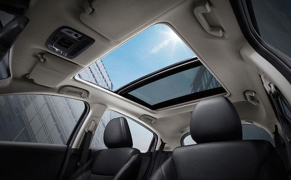หลังคาแก้วของ panoramic sunroof คือจุดเด่นของภายใน HR-V