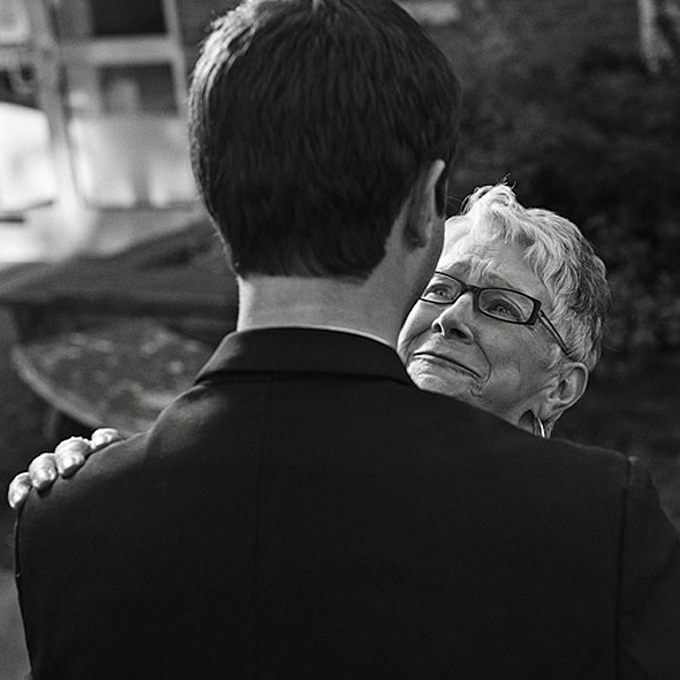 emotional-mother-of-the-bride-photos-20120511-010.jpg