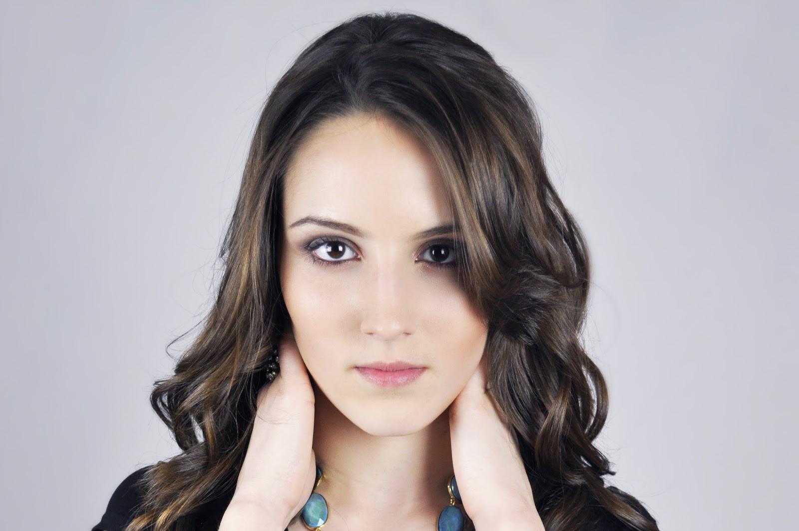 https://static.pexels.com/photos/51969/model-female-girl-beautiful-51969.jpeg