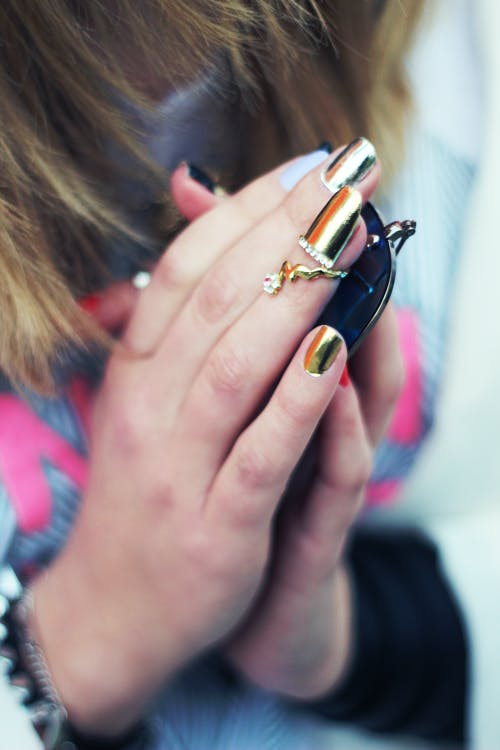 Golden Nail Horoscope-Inspired Style Ideas because You're Golden!