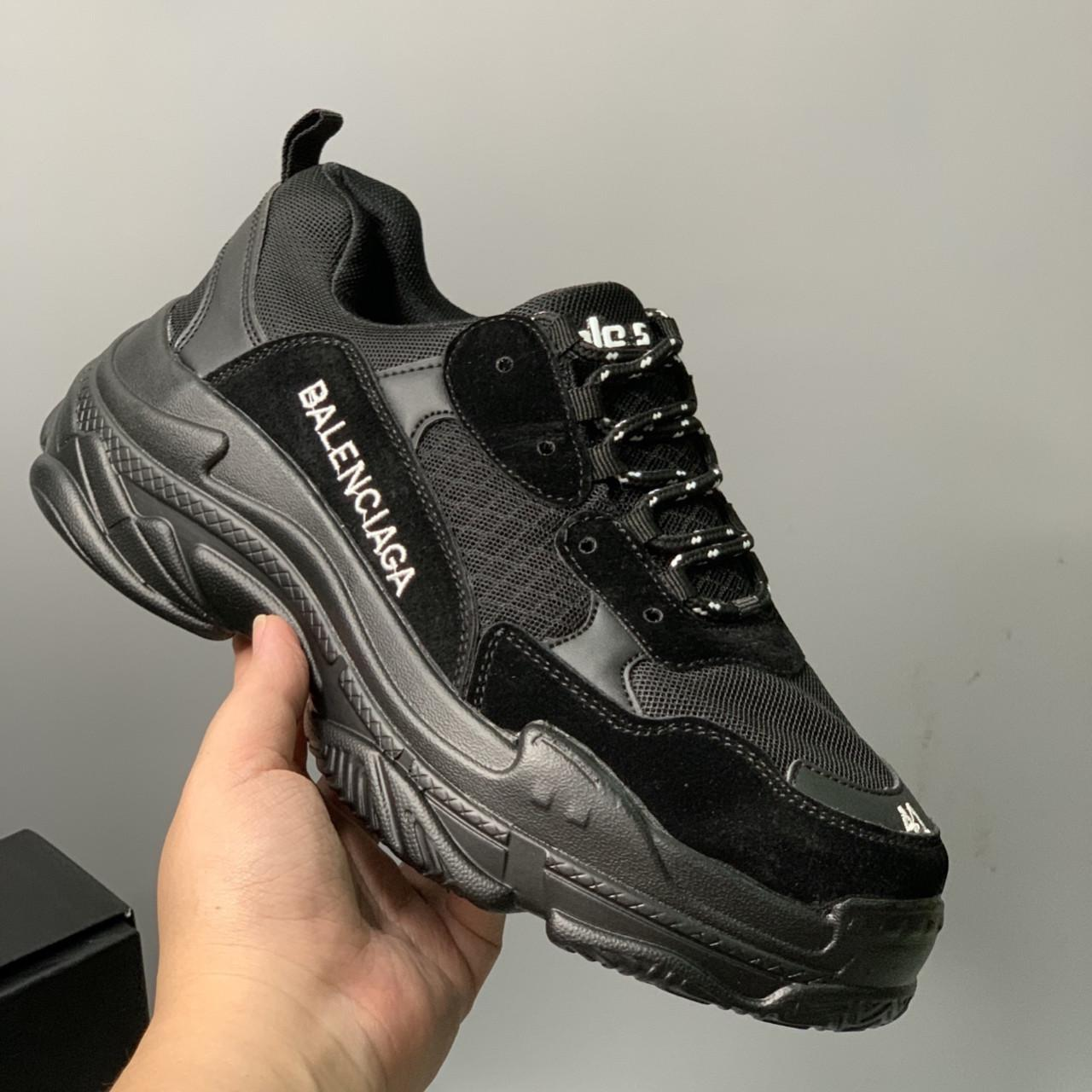 Mách bạn  2mẫu giày Balenciaga đen và Balenciaga speed trainer hot nhất
