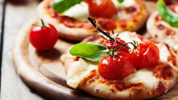 ميني بيتزا بعجينة العشر دقائق | دنيا الوطن