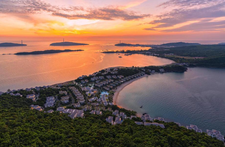 Ngắm nhìn hoàng hôn biển từ Sun Premier Village Phu Quoc Resort