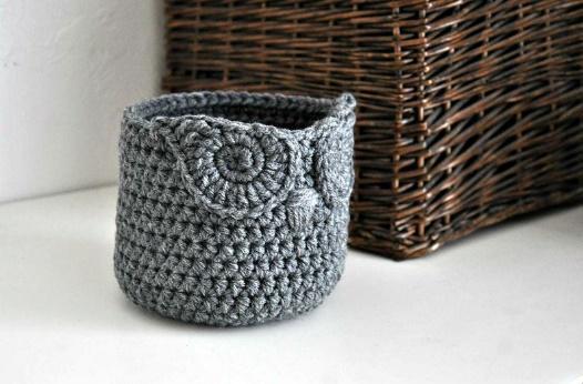 An owl crochet basket