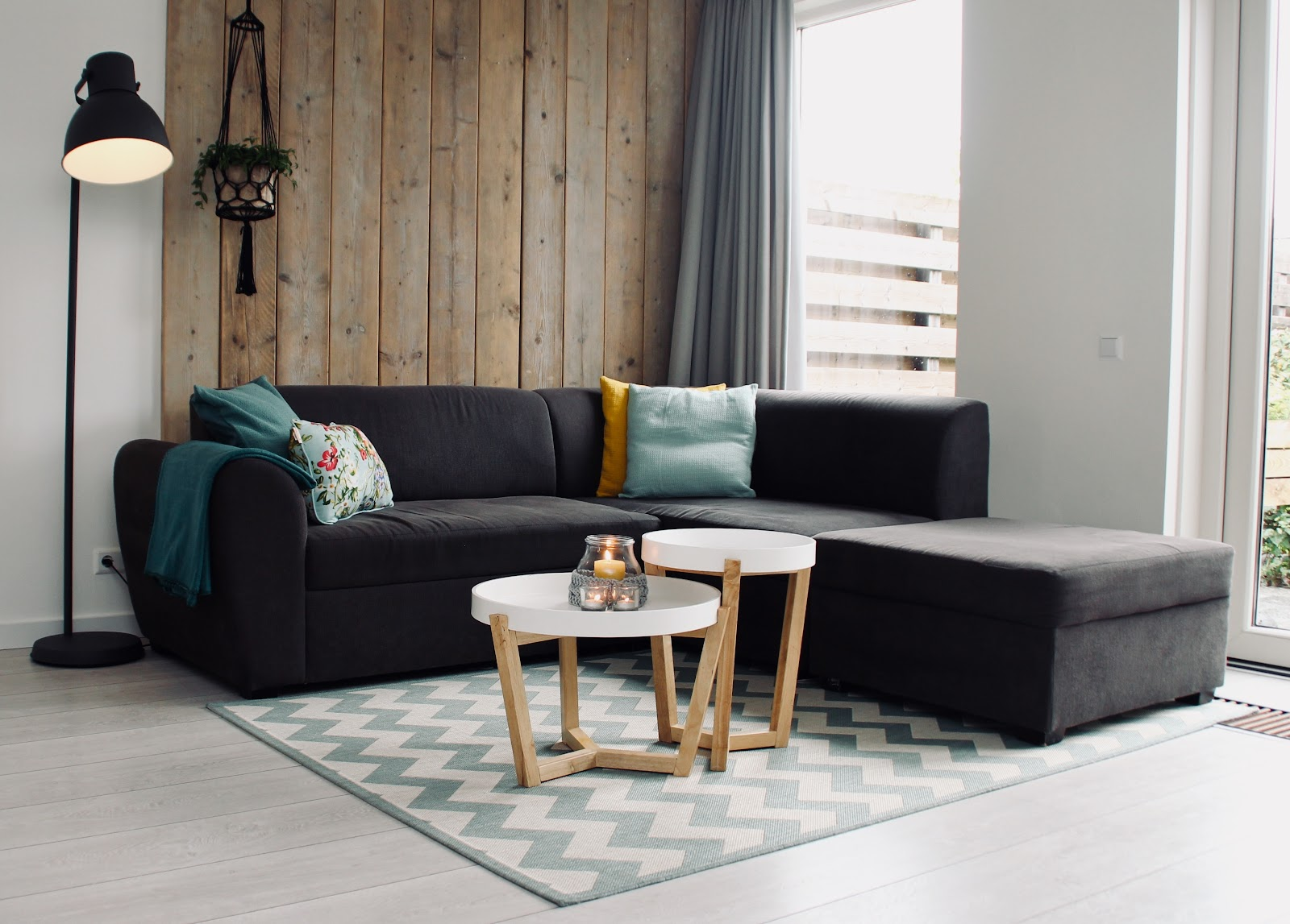 Lounge with large sectional sofa