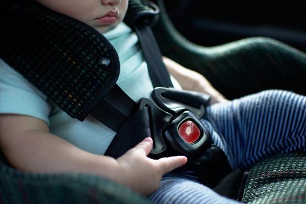 Cách tránh trẻ bị bỏ quên trên xe ô tô