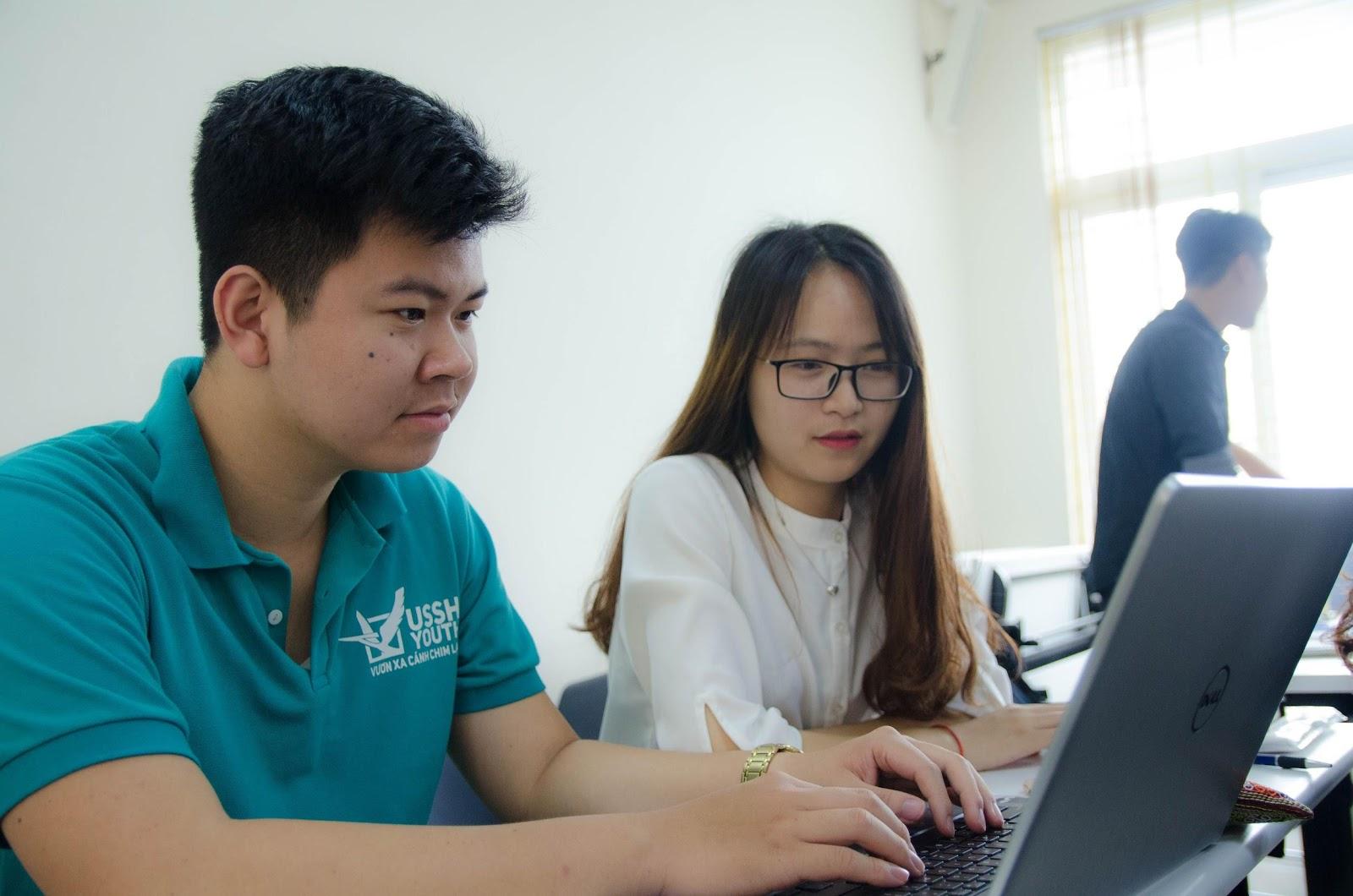 Gia sư tiếng Anh quận Bình Thạnh của Blacasa hỗ trợ rất nhiều cho việc học ngữ pháp