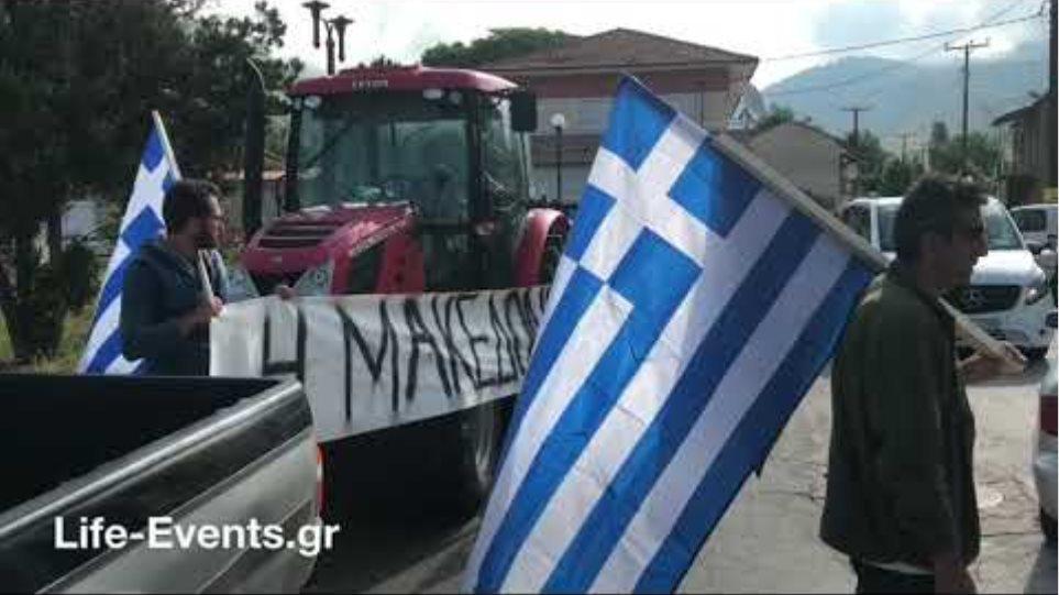 Κάτοικοι των Πρεσπών με μαύρες σημαίες για τη συμφωνία το Σκοπιανό