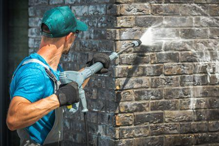 5 Reasons to Hire a Professional Pressure Washing Service