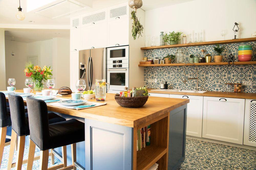 Mediterranean style kithcen, matching tile backsplash and floors