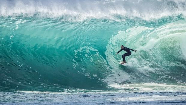 Guide to surfing in Kauai and ideal places to do so | Teton ...