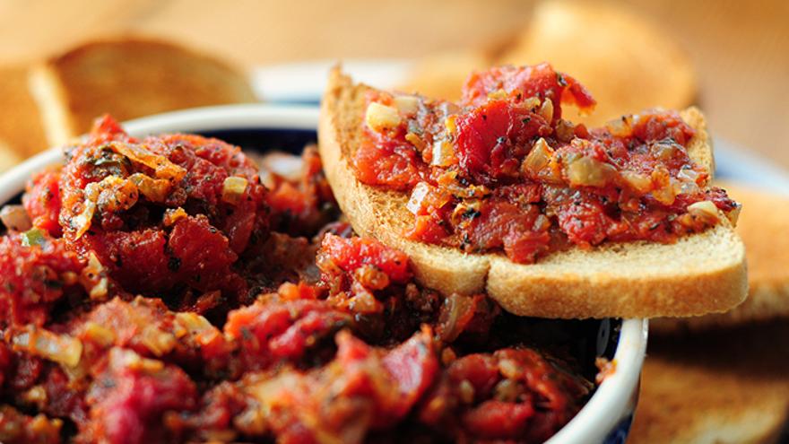Aprende la mejor receta de Bruschetta con tomates deshidratados