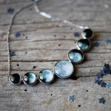 Varying Sized Curved Moon Phase Necklace in Silver - ApolloBox