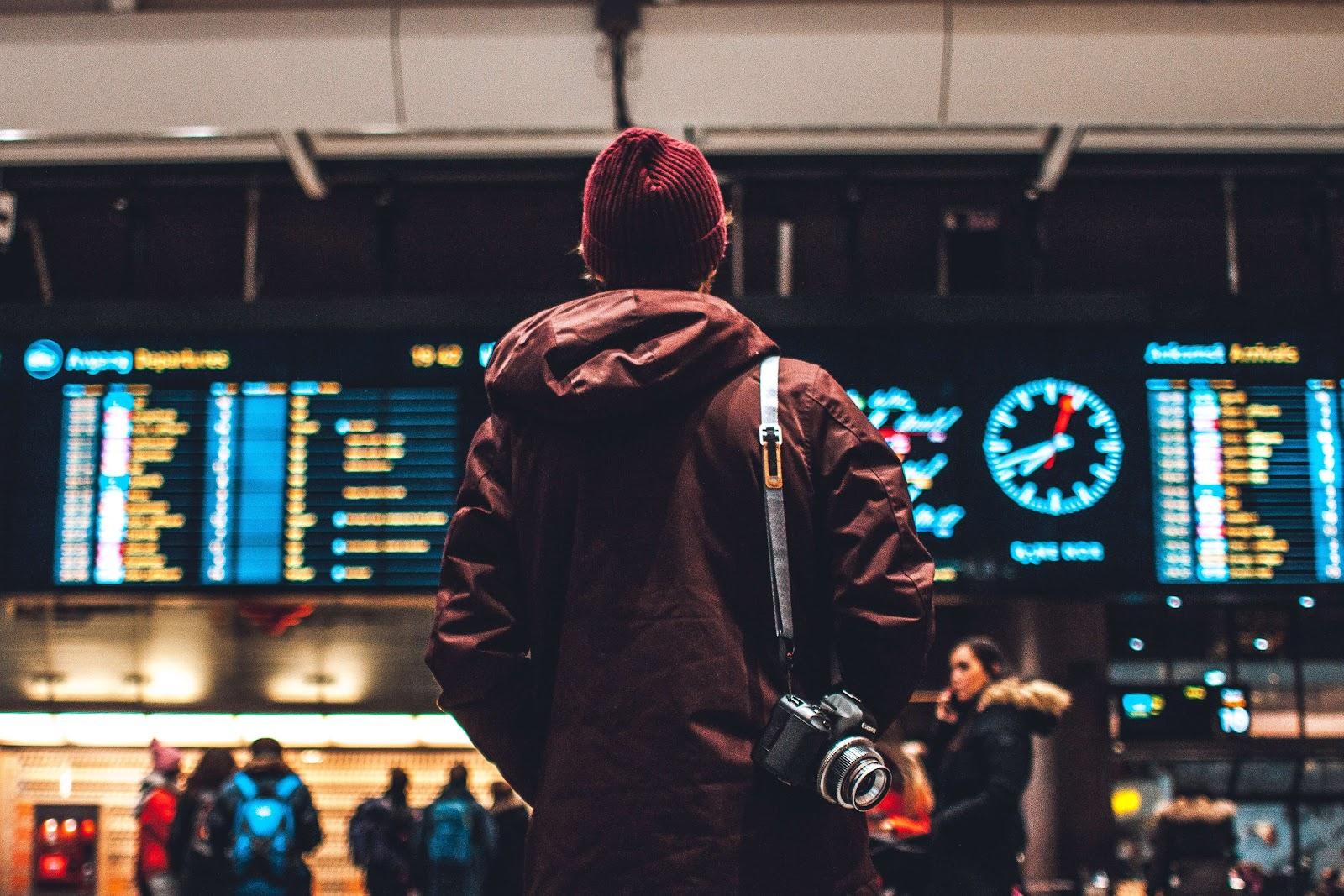 En man på flygplatsen