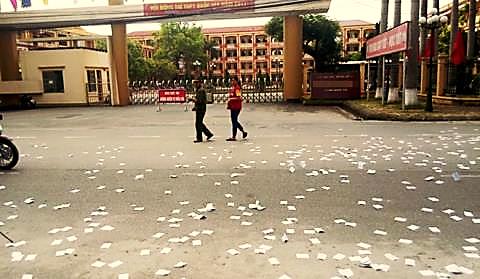 Image result for phao thi trắng sân trường sau giờ thi