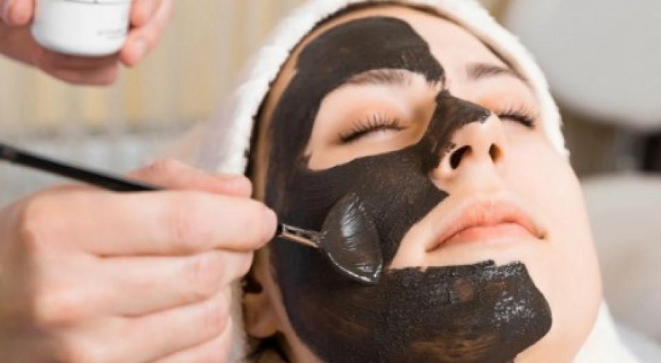 Sử dụng mặt nạ than để chăm sóc da hàng ngày