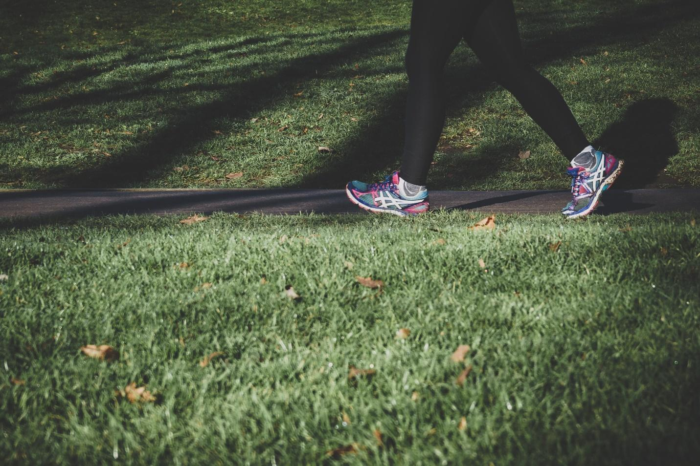 5 Easy Target Exercises to Lose Belly Fat - Brisk Walking
