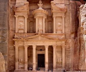 http://www.puzzlesjunior.com/imatjes/al-khazneh-o-la-tesoreria_4b87fb2a3574f-p.jpg