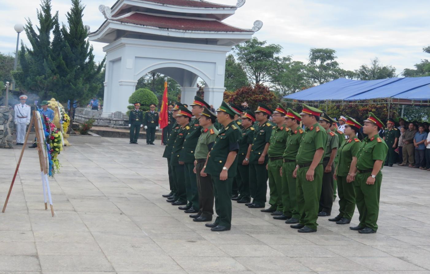 Lễ an táng hài cốt liệt sỹ Việt Nam hi sinh tại Lào và Campuchia