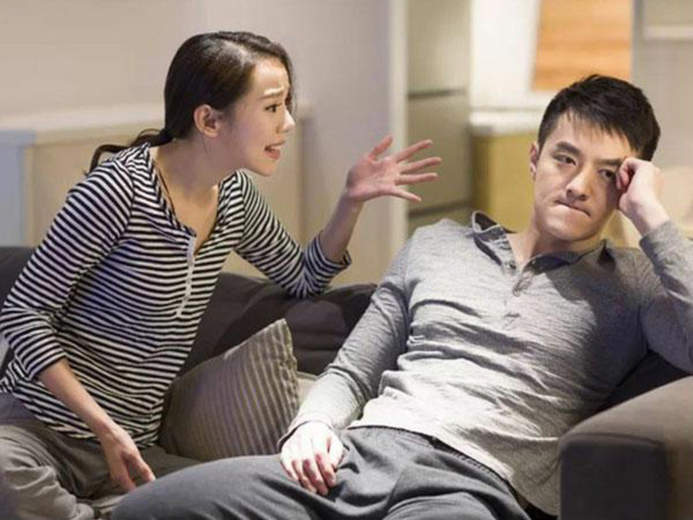 Đàn ông rất ghét phụ nữ nói nhiều và nói dai nên nếu bạn áp dụng cách này sẽ khiến chồng rất nhanh chán.