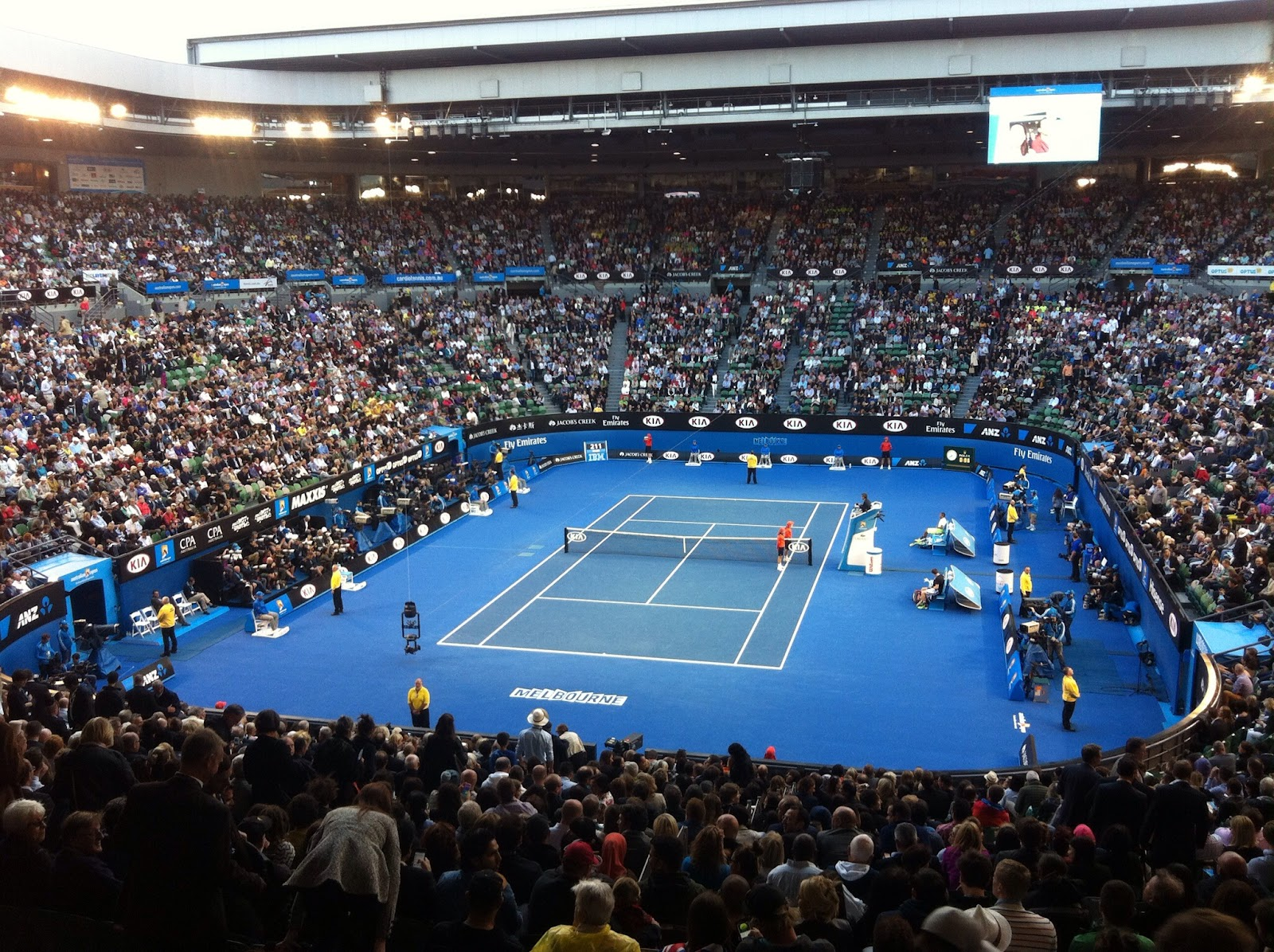 https://upload.wikimedia.org/wikipedia/commons/7/77/Rod_Laver_Arena_2015_Australian_Open.jpg