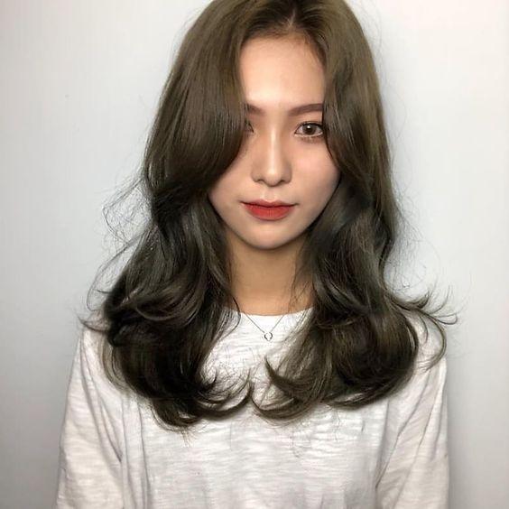 6.ทรงผมน่ารักสไตล์เกาหลีอย่างผมสไลด์แบบมีเลเยอร์