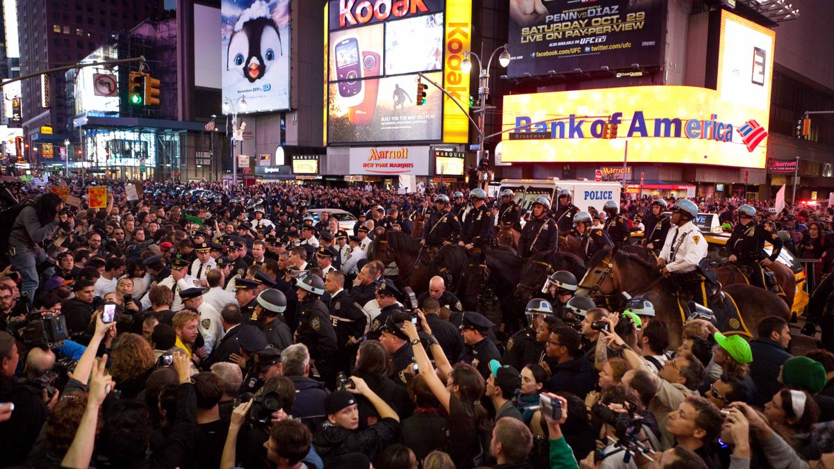 Miles de manifestantes de Occupy Wall Street en Times Square, en octubre de 2011.