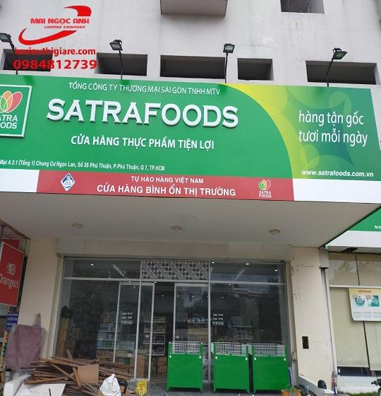 Kệ siêu thị Mai Ngọc Anh lắp đặt cho cửa hàng satrafoods