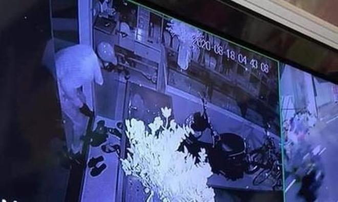Hà Nội: Mượn mưa to gió lớn, trộm đột nhập lấy 350 cây vàng - Ảnh 3