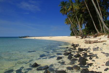 1-pulau-randayan-menjadi-salah-satu-surga-keindahan-yang-ada-di-kalimantan-baratjpg.jpg