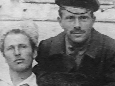 Начштабу РПАУ Віктор Білаш (справа) і комкор Василь Куріленко. 1920 рік. Фото із сайту makhno.ru