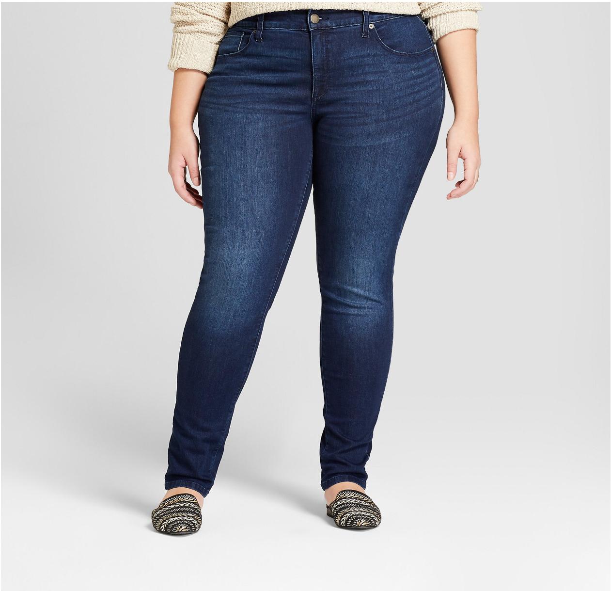 A woman is wearing blue skinny jeans