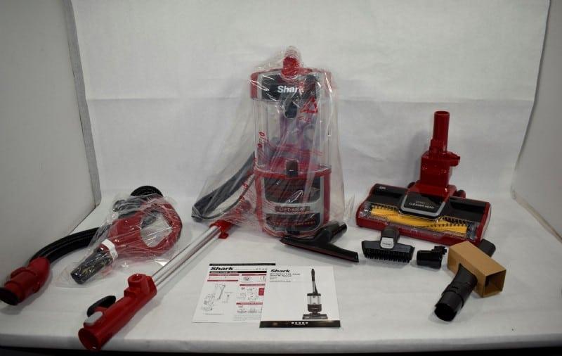 A full set of Shark ZU561 Navigator Lift-Away vacuum