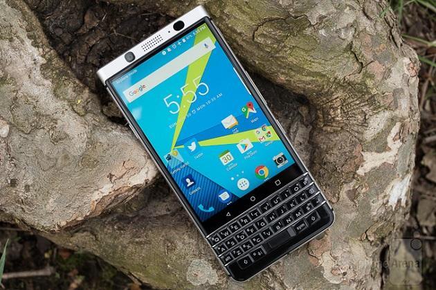 """BlackBerry KEYone cho thời lượng pin """"trâu"""", bỏ xa iPhone 7"""