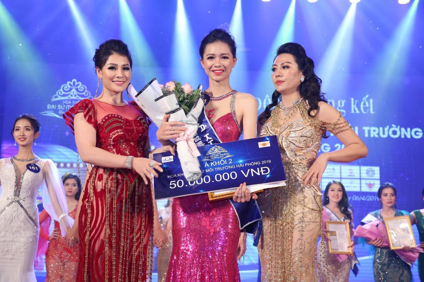Hoa hậu doanh nhân Đàm Hương Thủy nổi bật khi ngồi ghế giám khảo Hoa khôi Đại sứ môi trường Hải Phòng năm 2019  - Ảnh 4
